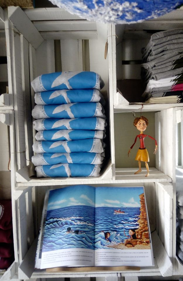 The Guardian children's book, puppet and T-shirts - O Guardiao a Mensagem